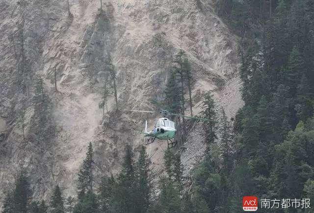 """震后被困""""孤岛""""的40小时:山石不停落 无人敢合眼"""