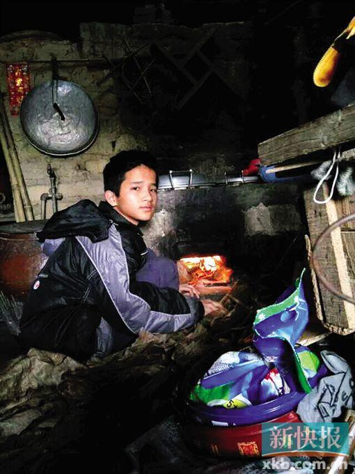 15岁少年挑起养家重担 外出打工却失联多日