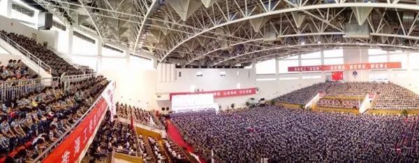 """江苏一校长开学典礼讲话走红:全文100个""""新"""" 写了一个月"""
