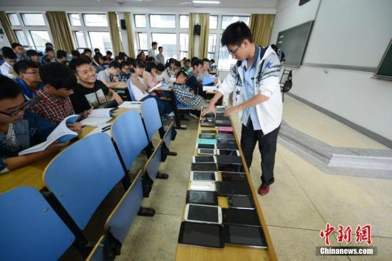 三成大学生喜欢坐前排 你大学上课时喜欢坐在哪里?
