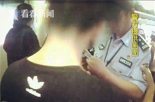 野蛮!男子动车上吸烟 挥拳打女列车长拉扯民警