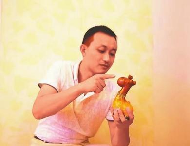 赵小波首先让专业摄影师去拍摄许冬兰编织的各式竹篮照片,再配上优美