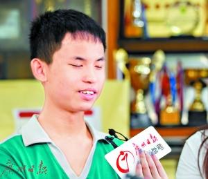 14岁视障少年吹口哨夺冠军 会演奏十余门乐器
