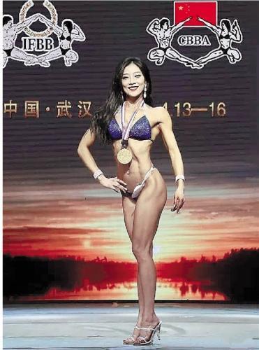 火锅店老板成健美队型男 居委会主任变身比基尼冠军
