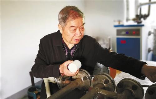 八旬老人爱搞发明 20多年花费400万有三项专利