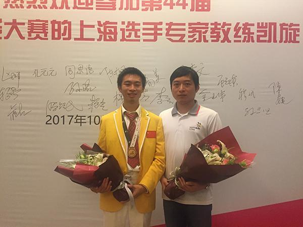 上海小伙获编程世界大赛优胜奖 从小学开始建网页