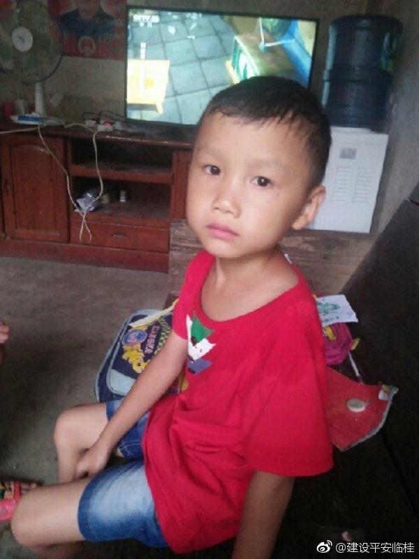 广西7岁男童放学途中走失已失联90余小时 警方正全力寻找