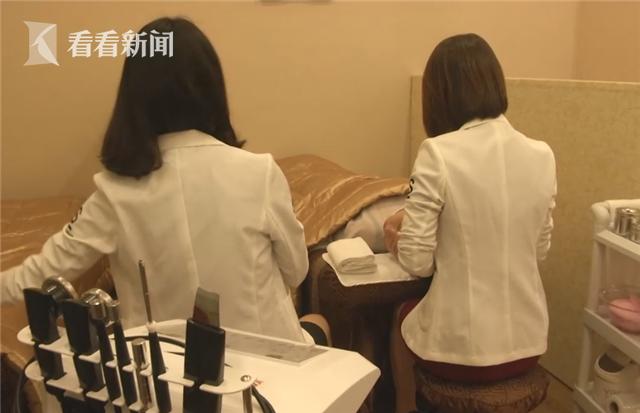 """15岁女技师推荐办卡称""""有好处"""" 遭男顾客动手非礼"""