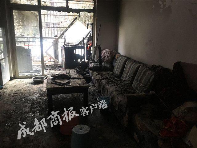 90岁老太家中烧纸引发火灾 曾试图抢救阳台辣椒酱