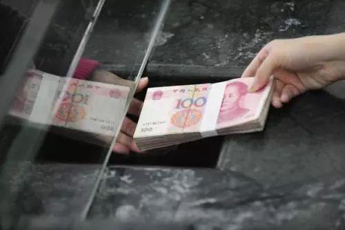 银行多给1600元欲索回 储户以'离柜概不负责'为由拒绝返还钱款