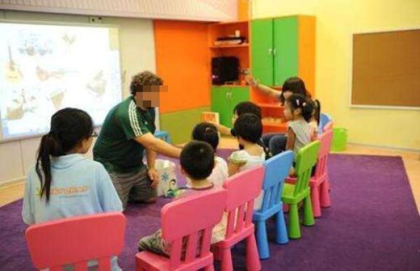 酷剑网中国教师更懂得低龄儿童的认知规律;如果家长提出价格为何比别家机构高许多