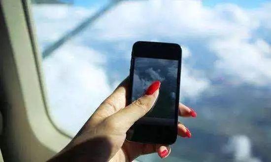 飞机上耍手机安全吗?