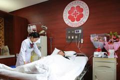 辅警捐献造血干细胞 父母全程陪伴