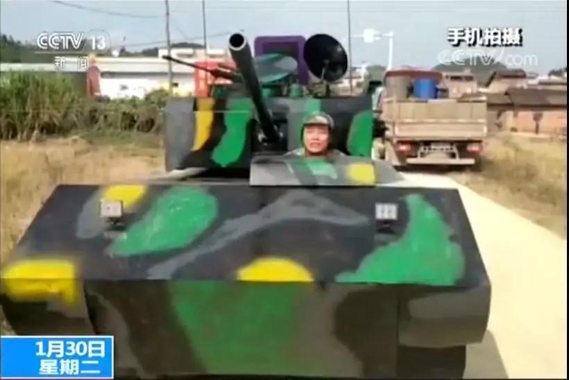 """广西一男子自制""""最牛坦克""""_刚一上路悲剧了……"""
