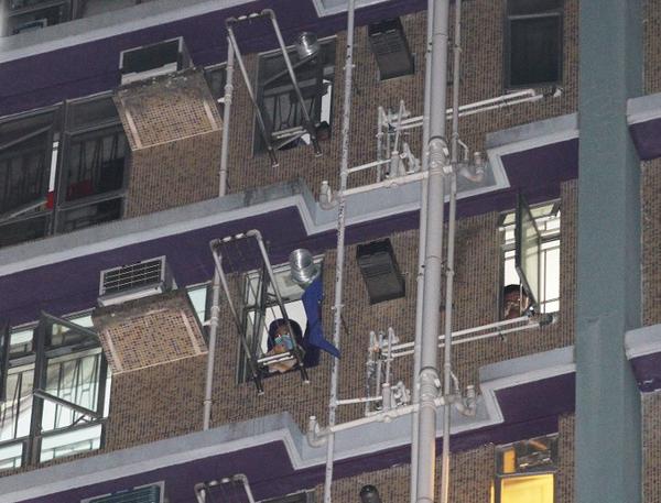 香港秀茂坪邨突发大火 造成至少2死2伤(图)