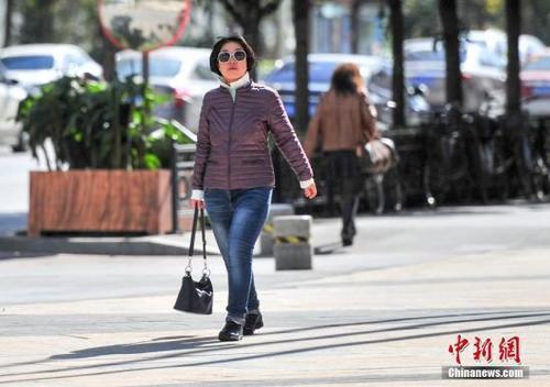 """北京赛车走势图怎么看:多地提前迎""""春姑娘""""_""""春捂""""到底应不应该?"""
