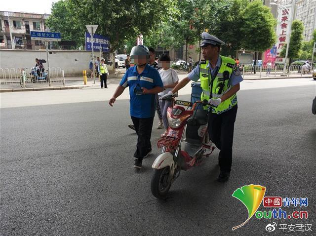 辽宁11选五信誉好:武汉交警@外卖小哥:交通违法被处罚三次_停止骑车送货一年