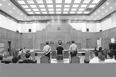 海口龙华区城管局原局长邓宗坚涉受贿165万受审