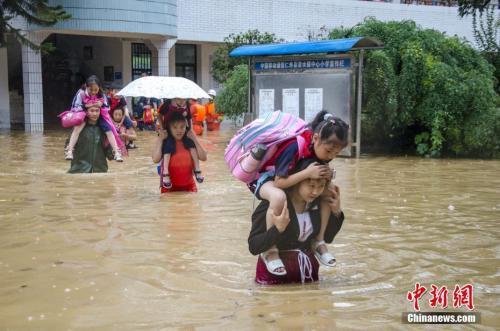 今起南方强降雨扩大至江淮等地 三预警齐发