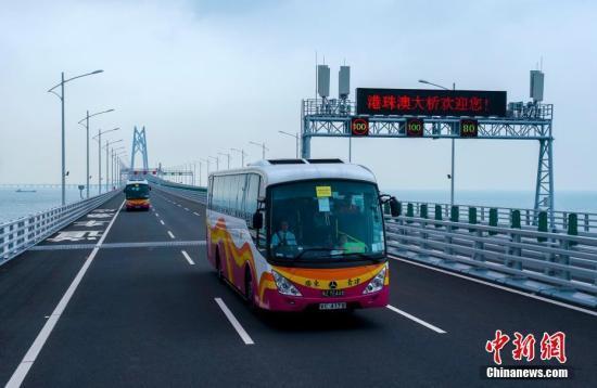 港珠澳大桥香港口岸穿梭巴士轮候情况极大改