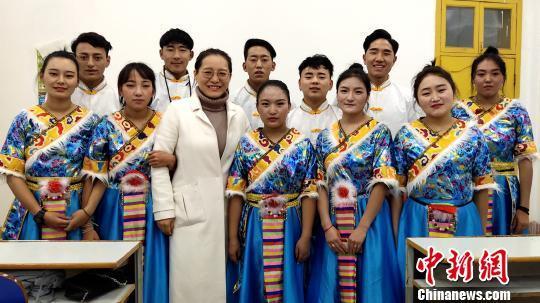 大学教师心系藏族学子 特别英语辅导课播种
