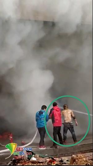 长沙店铺起火 为救妻子丈夫几度冲入火海重伤身故