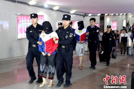 湖北麻城警方追逃至菲律宾摧毁跨国网络淫秽色情直播犯罪团伙