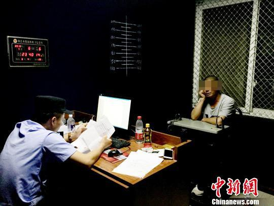 一男子火车上裸露身体被西昌铁警处以5日行政拘留 中国网财经