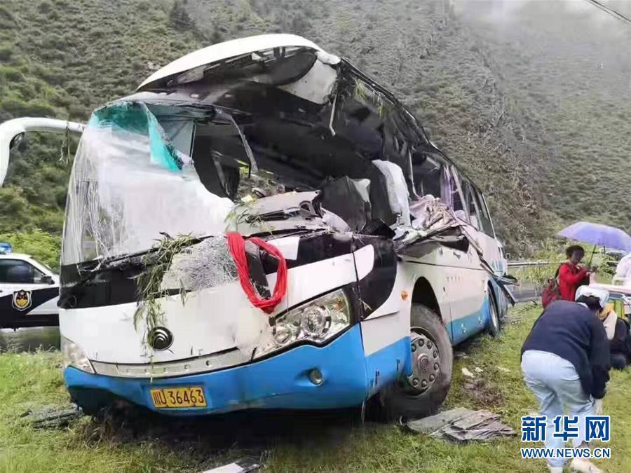 四川阿坝州一旅游大巴车被飞石击中 死亡人数增至8人 facebook 中国