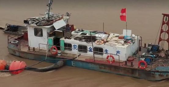 「黄河霍寨段」打河务局旗号!黄河霍寨段不明采沙船埋管抽沙灌百亩巨坑