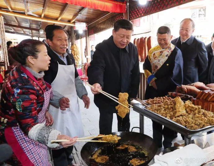 村民对总书记说,您是人民的好领袖;习近平回答,我是人民的勤务