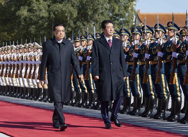 李克强举行仪式欢迎日本首相安倍晋三访华
