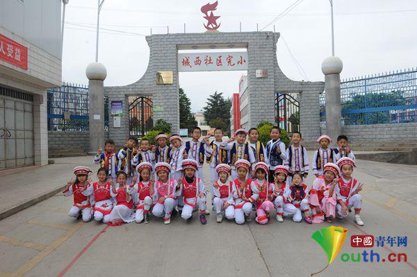 小学红军走过十年:打造v小学红色小学的基因摇西和红色图片