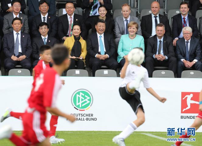 """足球梦牵中国梦 """"全场核心""""习近平为体育强国定战略"""