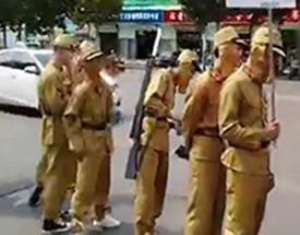 """江苏革命老区现""""日军""""游街.jpg"""
