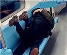 上海地铁上.jpg