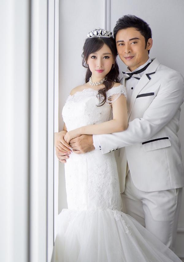组图:樊少皇娇妻晒婚纱照庆结婚两周年 甜蜜幸福恩爱满满