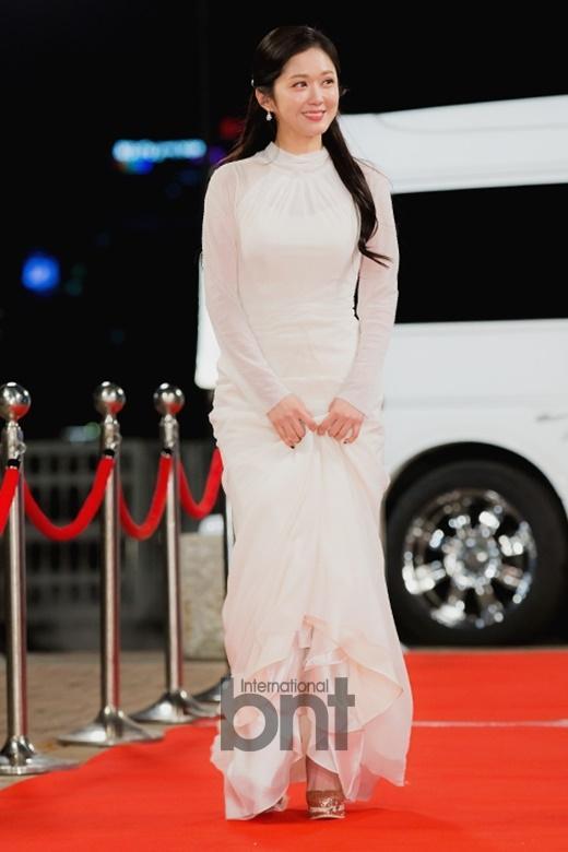 组图:37岁张娜拉亮相KBS演技大赏 仍甜美依旧