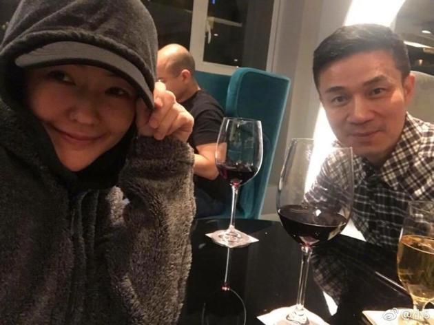 小S和老公许雅钧约会破不和传闻 网友:希望这次小S不要喝醉