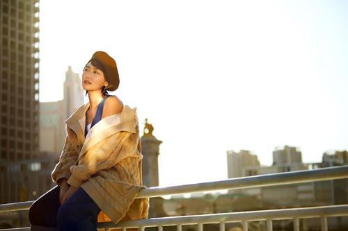王思思最新写真撩力升级 风格简约更显个人魅力
