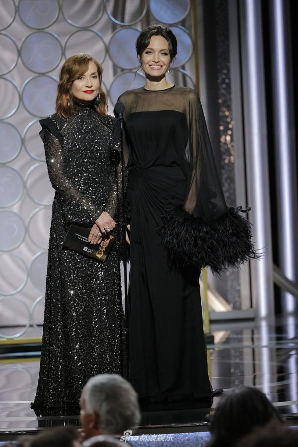 组图:两女神同框!安吉丽娜.朱莉和于佩尔金球奖同台颁奖