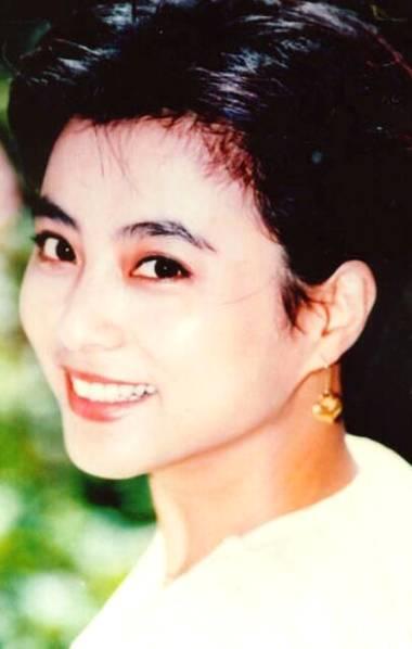 54岁李玲玉二婚曾嫁外国人 18岁混血儿子近照曝光