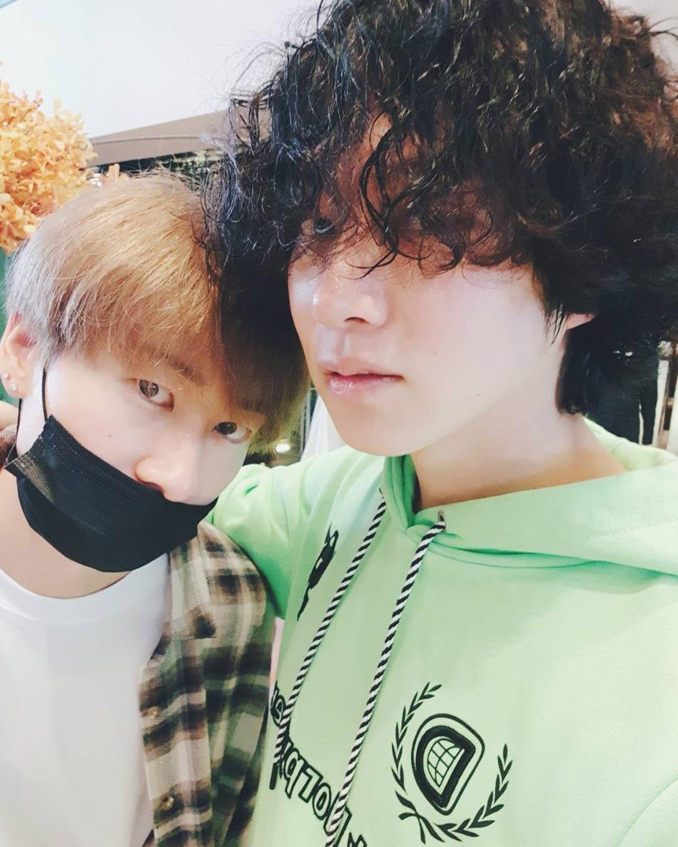 金希澈晒照分享SJ成员日常 展现13年真友谊