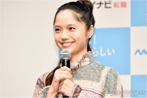 组图:日本女星宫崎葵出席活动 称对结婚祝福表示感谢