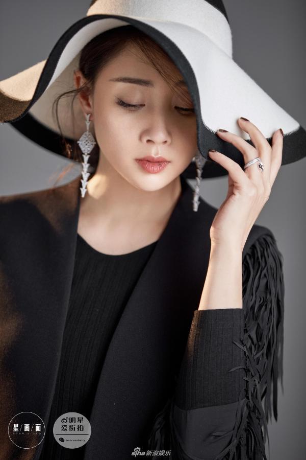 组图:殷桃时尚大片曝光 姿态从容尽显女人味