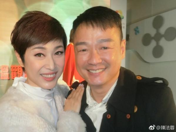 组图:陈法蓉晒和郑伊健旧照显青涩 多年老友满满回忆