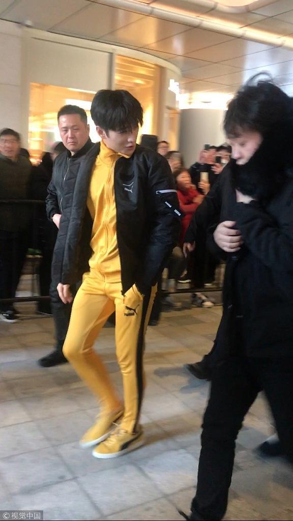 cos李小龙?杨洋穿黄色紧身衣超亮眼