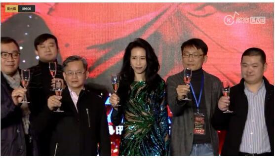 """酷狗直播莫文蔚发布会,多年老粉丝送上""""月光宝盒"""""""
