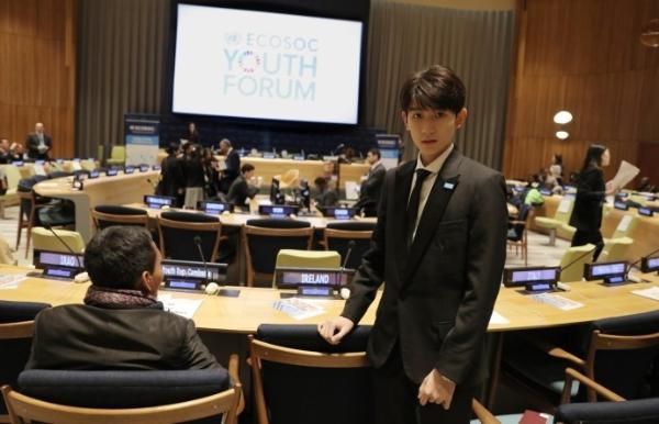 组图:王源出席联合国青年论坛 展中国青年精神面貌