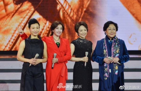 组图:刘晓庆晒和陈冲张瑜斯琴高娃合影 平均年龄超60但风采依旧